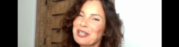 VIDEO: Fran Drescher conduce un cabaret virtuale di beneficenza con le star